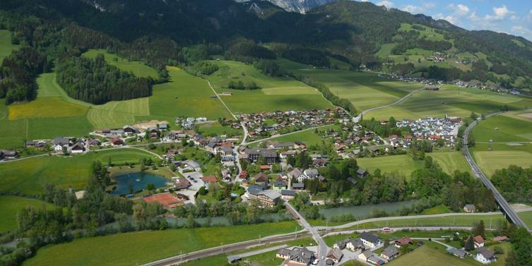 Aicher Kapelle mit Brunnen